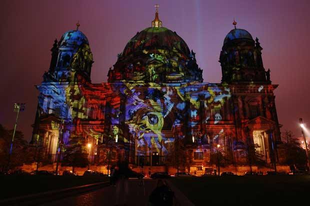 Le dôme de la cathédrale de Berlin lors de l'édition 2009 du Festival des Lumières.  Copyright : Michael F. Mehnert / Wikimedia