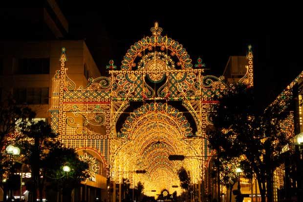 Le festival Kobe Luminarie illumine la cité japonaise chaque année, au mois de décembre.  Copyright : Kimtetsu / Flickr