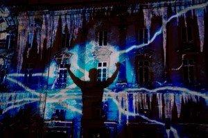 Une projection lumineuse de l'artiste français Patrice Warrener lors du Glow Festival d'Eindhoven en 2013. Copyright : 河中桥 / Wikimedia