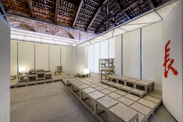 Le pavillon chinois et ses modules de construction fabriqués à partir de briques de lait recyclées.  Copyright : Andrea Avezzù / Courtesy la Biennale di Venezia