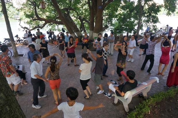 Il est 6 heures, Hanoi se déhanche. Crédits : Clément Pairot
