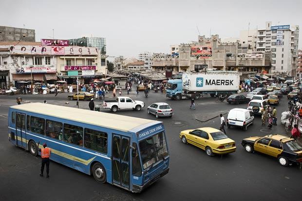 Embouteillages dans le centre-ville de Dakar, au Sénégal Copyright : Maersk Line / Wikimedia