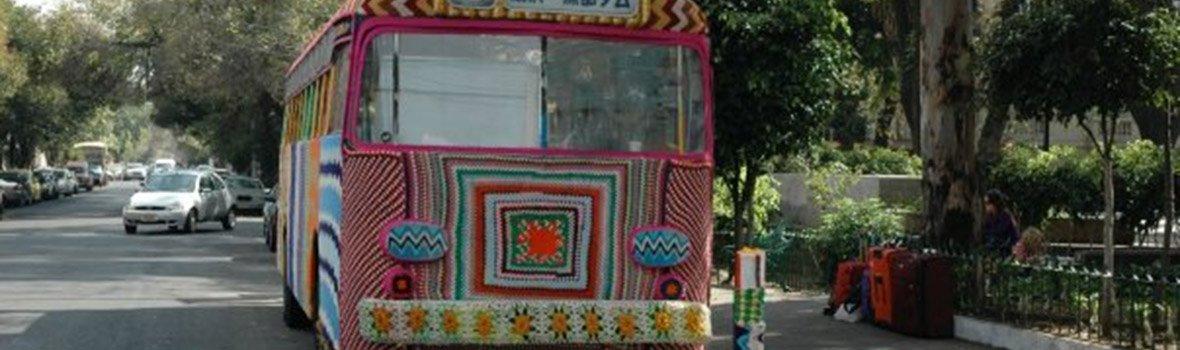 Magda Sayeg : La tricoteuse qui redonne de la chaleur aux villes du monde entier