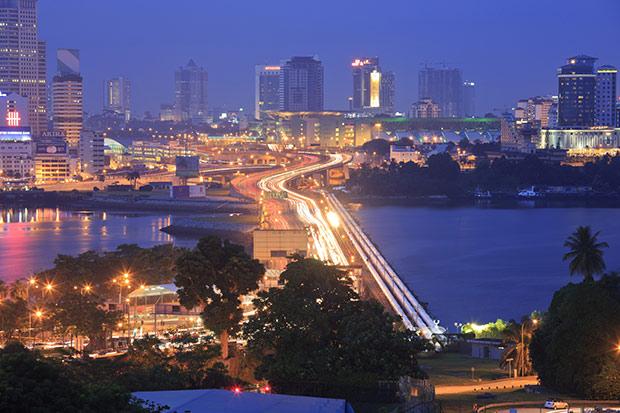 Vue nocturne de Singapour. Crédits : Darren Soh