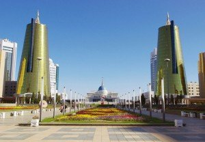 Le palais du président du Kazakhstan, à Astana, l'une des villes prises comme exemple par Vivapolis pour démontrer, en 3D, la valeur des solutions durables proposées par les entreprises françaises. Copyright : Ken & Nyetta / Wikimedia