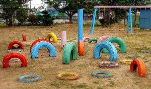 Jardin de pneus multicolores au Japon - Crédits Angle Harms sur Flickr