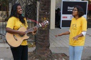La NSPA (National Street Performing Arts) joue dans rue pour le plaisir des passants. Crédits : Clément Pairot
