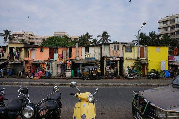 Quelques maisons appartenant à des pécheurs dans le quartier de Bandra. Crédits : Clément Pairot