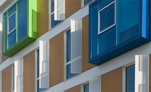 La façade du bâtiment de la pépinière d'entreprises Nord Express, dans le XVIIIe arrondissement de Paris. Copyright : AMA Architectes