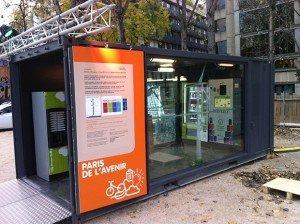 Lemon tri recycle canettes et bouteilles dans des démonstrateurs comme ceux installés sur le Quai de Seine, à Paris, en partenariat avec Chaque Canette Compte et dans le cadre de la COP 21. Copyright : © Lemon Tri