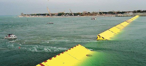 Les digues flottantes MOSE au large de la lagune. © Vincenzo Pinto / AFP