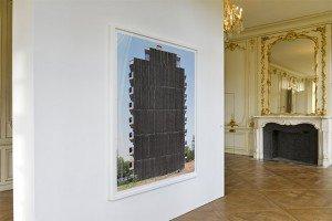 Gilles Fastenaekens répertorie les confrontations architecturales sans qualités comme les murs aveugles, les rideaux de verdure, les impasses désertes. © Henri Perrot