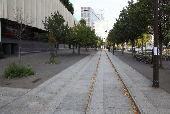 Le terrain proposé sur l'avenue d'Italie est une vaste esplanade publique, non loin d'un des plus grands centres commerciaux de Paris, Italie 2. © DR