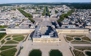 Pour l'architecte-urbaniste Alain Cornet-Vernet,  « Louis XIV et Vauban ont libéré la ville de ses fonctions militaires et ont fait entrer la nature en ville à Versailles ». © DR