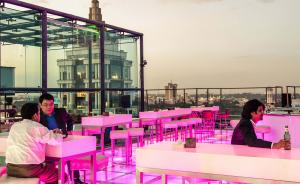Depuis 2016, la ville occupe la 5e place mondiale pour le nombre de centres d'innovation qu'elle accueille, derrière San Francisco, Londres, Paris et Singapour. Ici, le centre des affaires de Bangalore. © Mahesh Shantaram