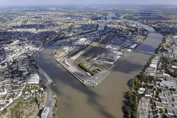 Nantes une le en devenir demain la ville bouygues for Piscine ile gloriette nantes