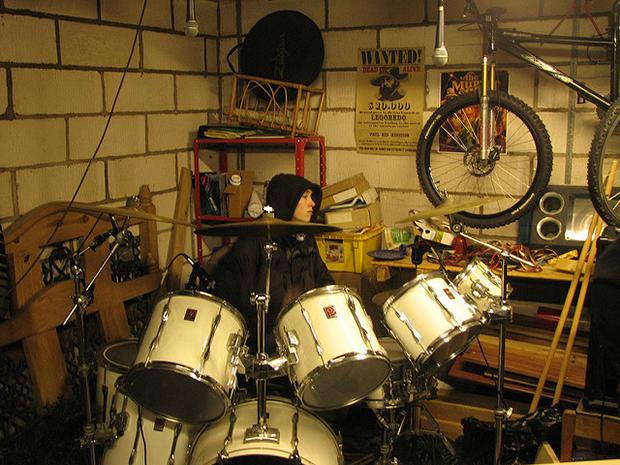 jeunesse batterie musique garage