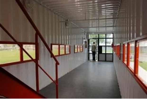 Au Havre, un faux hall d'immeuble installé dans un container a été proposé afin de permettre aux jeunes de se réunir