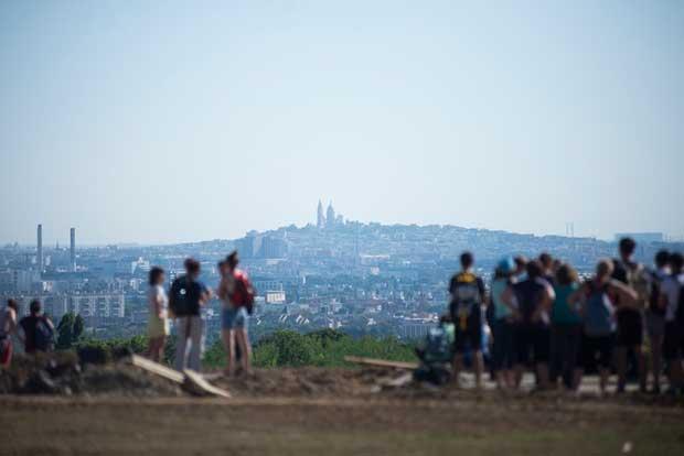 La randonnée urbaine gagne du terrain à Paris.