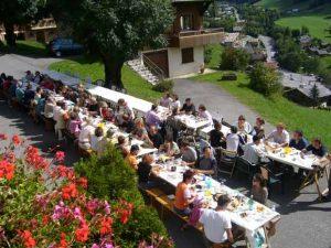 La Fête des Voisins rassemble plus de 30 millions de participants dans 36 pays.
