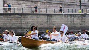 La mairie de Paris a sorti le grand jeu pour attester de l'enthousiasme des Parisiens à la tenue des Jeux Olympiques et Paralympiques (JOP) à Paris en 2024.