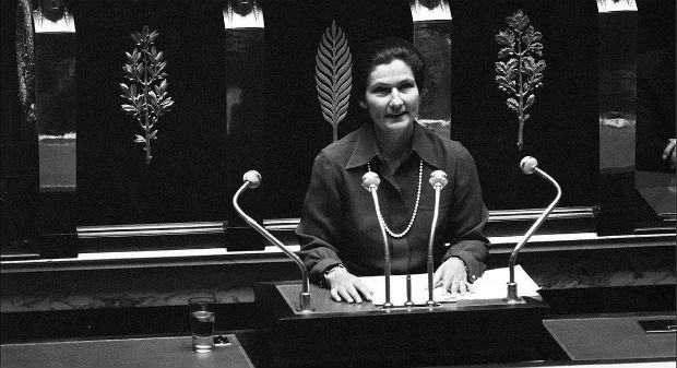 Simone Veil en 1975 pour la loi d'orientation en faveur des personnes handicapées