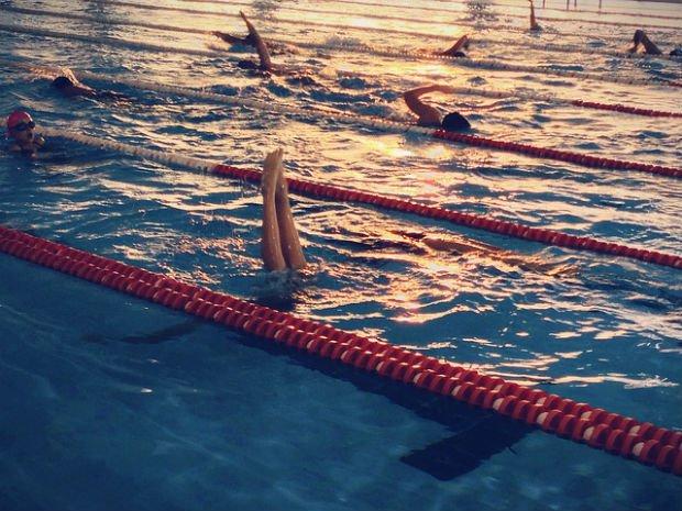 Rien de tel que de piquer une tête dans le Centre Aquatique Mobile le plus proche de chez soi ! - Crédits Mario G. García sur Flickr