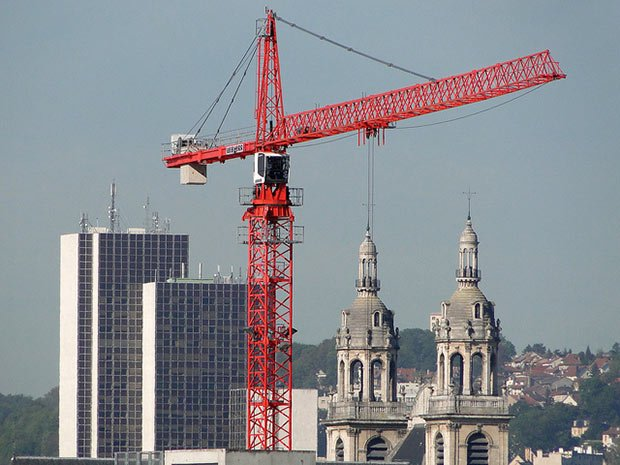 photo d une grue en ville