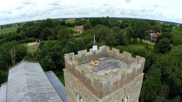 Dans le comté de Norfolk en Angleterre, la plupart des églises sont équipées d'une antenne Wifi